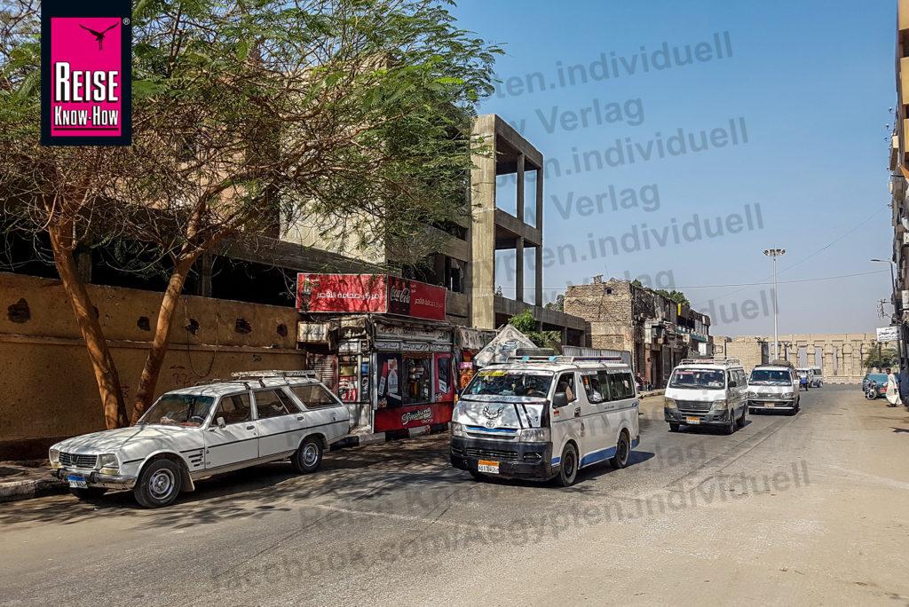 Minibusse in Luxor