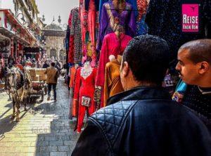 Pferdekarren in der Sharia el-Muizz im Islamischen Viertel von Kairo
