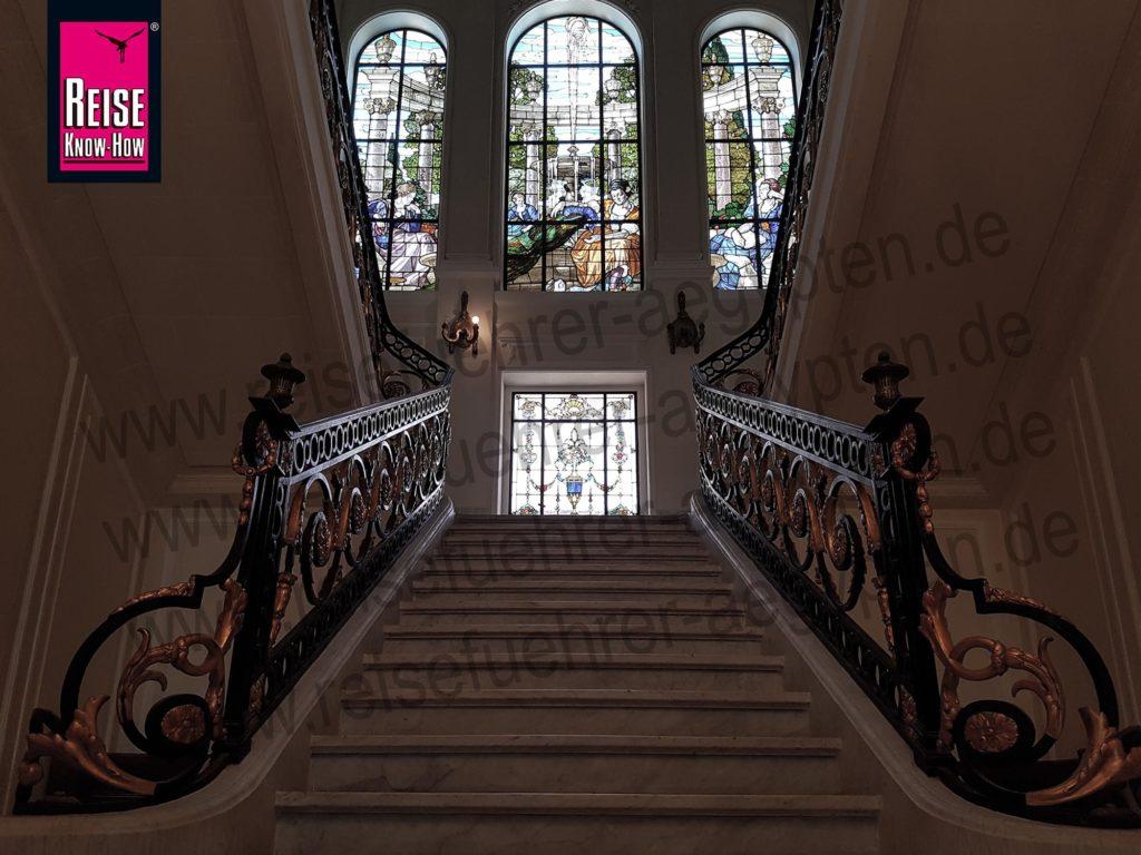 Treppenaufgang im Palast der Aisha Fahmy in Zamalek