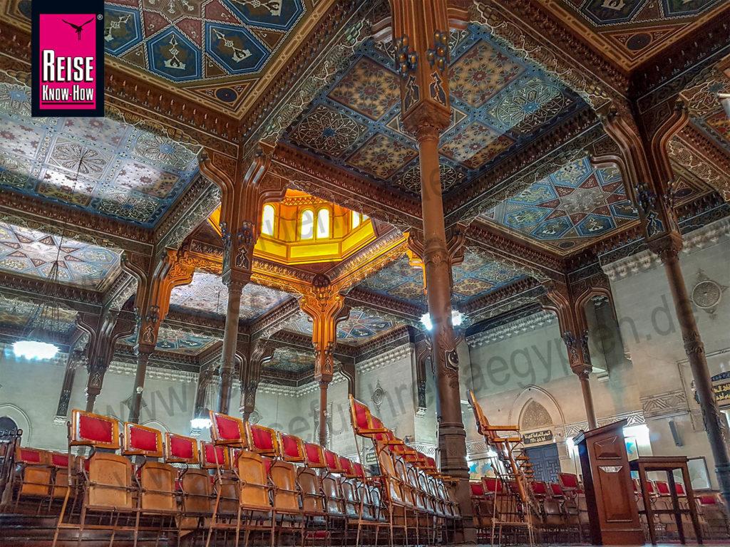 Historischer Vorlesungssaal der Ägyptischen Geographischen Gesellschaft mit atemberaubend bemalter Holzdecke, Kairo