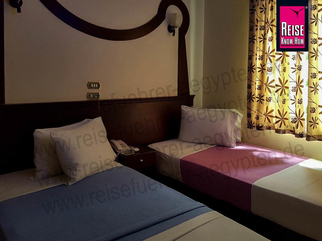 Sauberes Zimmer im Grand Abu el-Wafa Hotel in Sohag