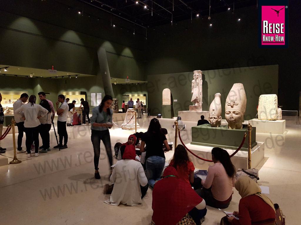 Ausstellungssaal im Archäologisches Museum von Sohag